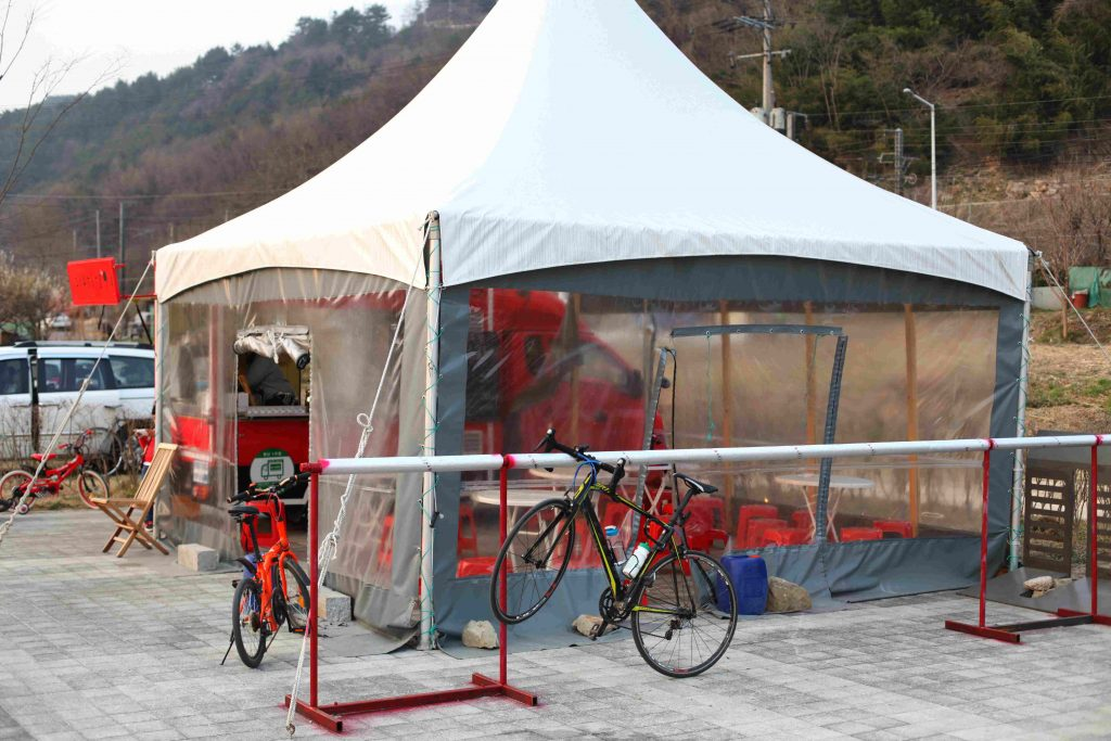 A food truck parked next to the cycling path near Busan. They provide slightly overpriced packaged ramen in hot water.