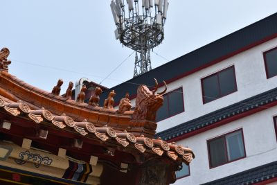 A photo of a  stone dragon on top on of the Chinese  uiseondang shrine in Incheon Chinatown
