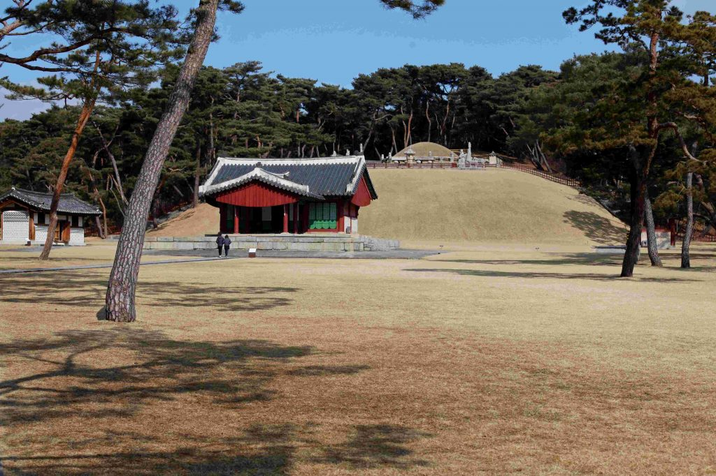 The Tomb of King Sejong (영녕릉) sits atop a mound. A ceremonial building sits at its feet. The surrounding grounds are expertly manicured.