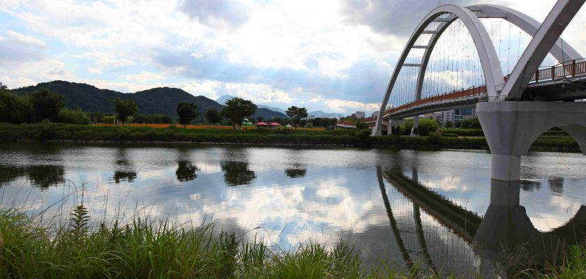 A pedestrian walking bridge over Taehwa River in Taehwa Park, Ulsan.