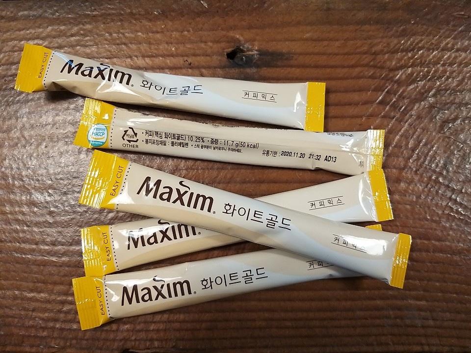 maxim white gold korean instant coffee mix sticks on a table.