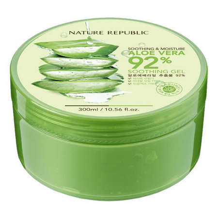 A photo of  a green tub of Nature republc aloe vera gel which is one of the best korean moisturizes for oily skin