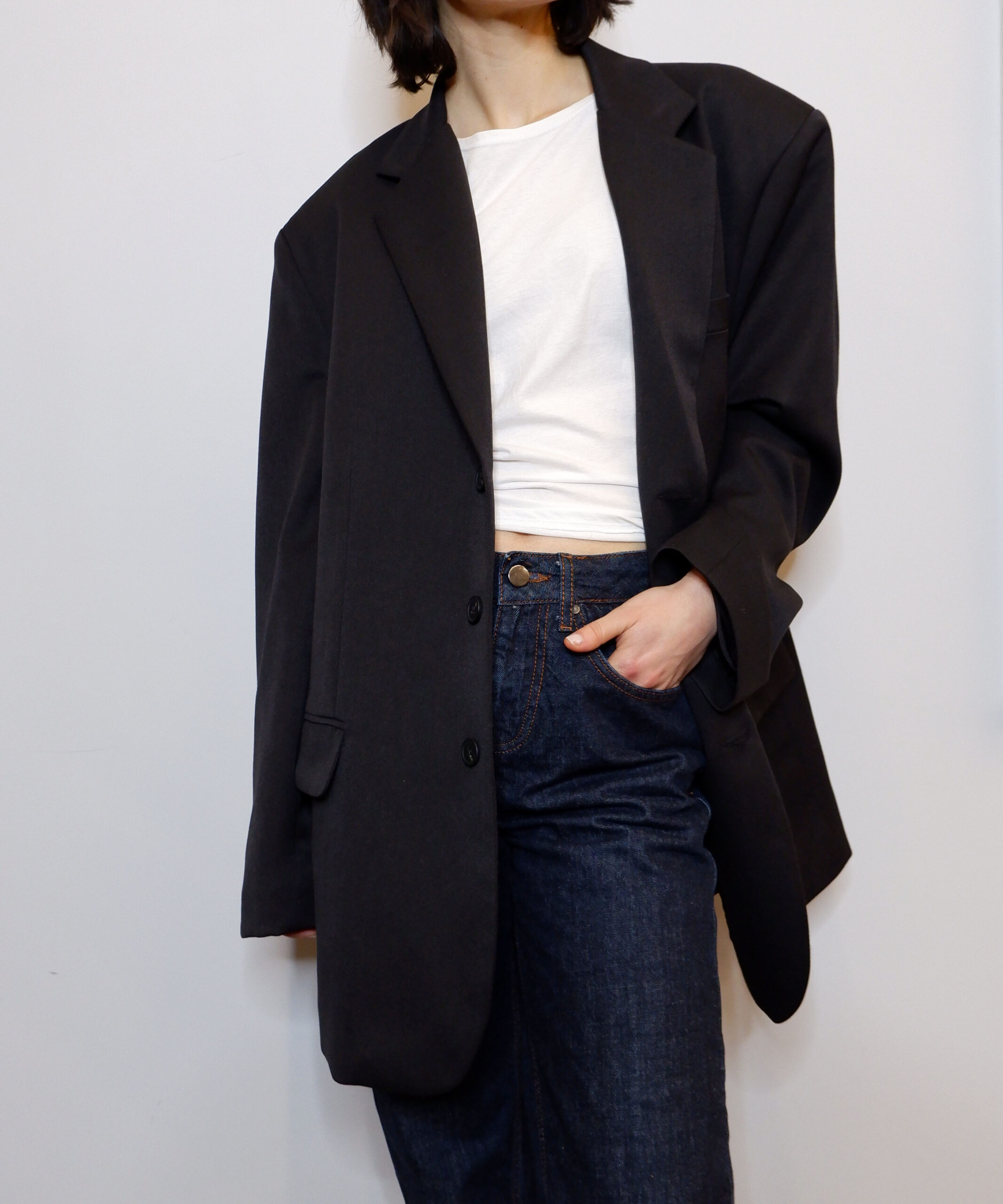 Super oversized blazer in black from The Dallant, Korean fashion online shopping site, fashion item for transitional weather in korea