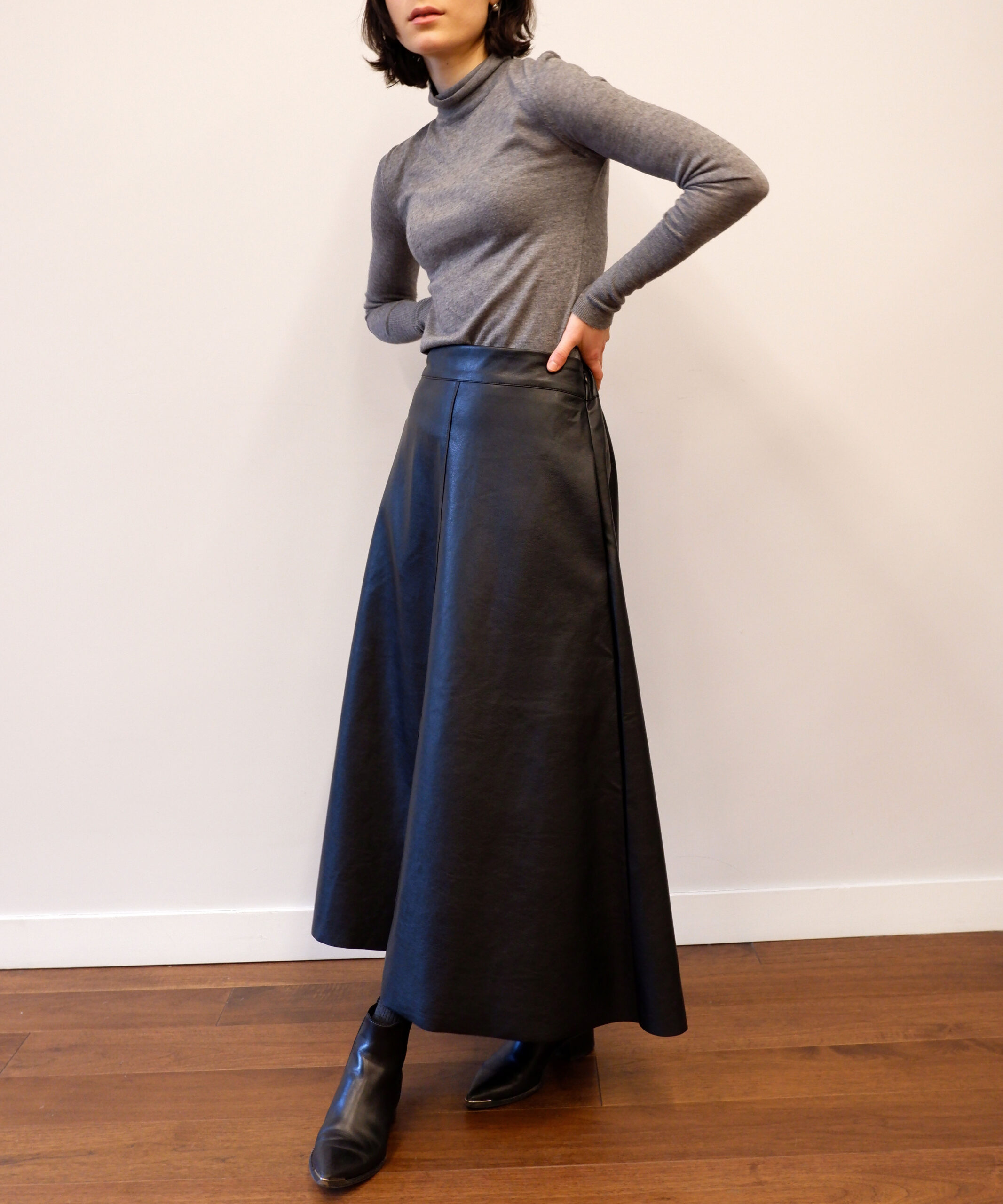 Black vegan leather midi skirt from The Dallant, Korean fashion online shopping site, fashion item for transitional weather in korea